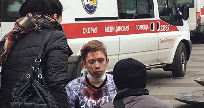圣彼得堡政府:40辆急救车已抵达地铁爆炸现场
