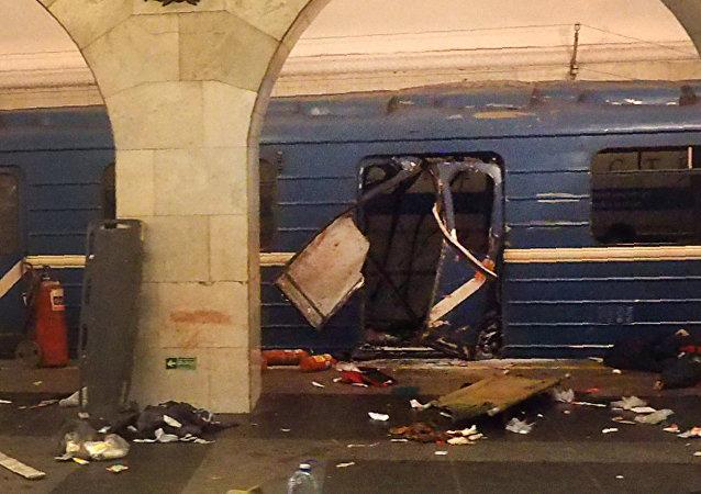 俄法庭将决定圣彼得堡地铁恐袭5名嫌犯延期拘押事项