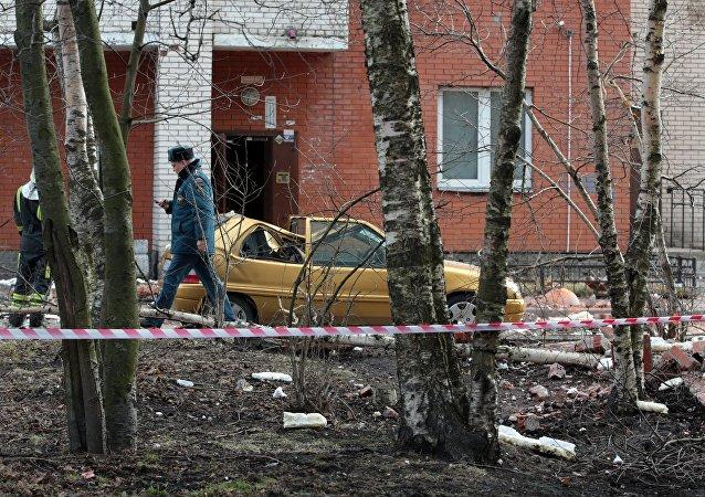 圣彼得堡一栋多层居民住宅楼中发出巨响
