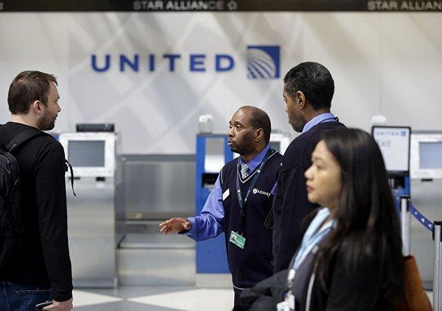 媒体:又有2名安全部门警员因美联航强制乘客下机事件被停职