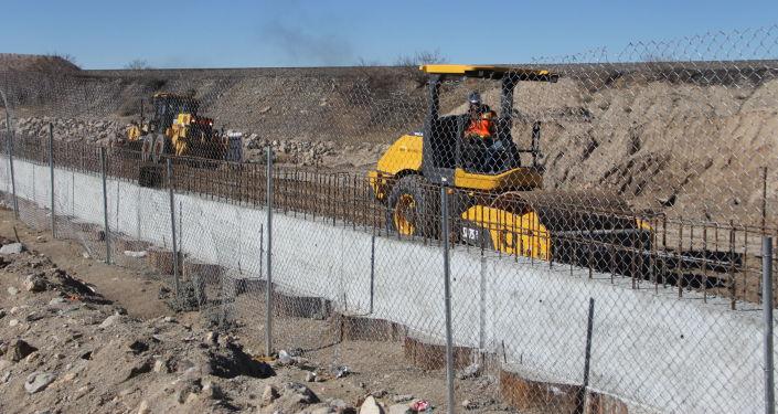 外媒:特朗普政府计划支出330亿美元修筑美墨边境墙