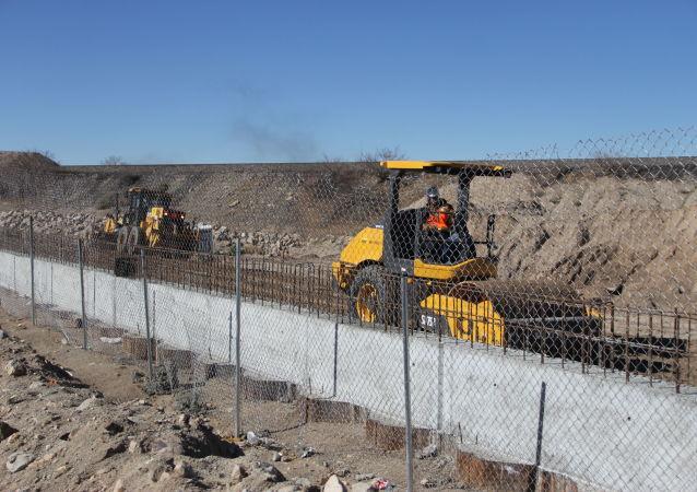 外媒:特朗普政府計劃支出330億美元修築美墨邊境牆