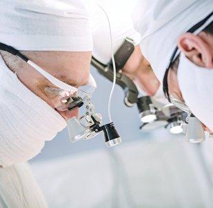 印度為天生八肢的伊拉克嬰兒手術成功