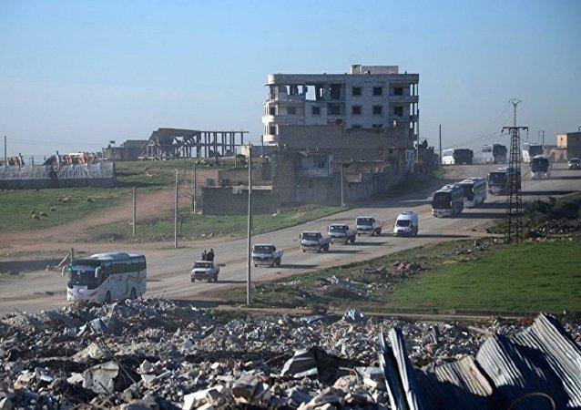 武裝分子及其家屬離開霍姆斯