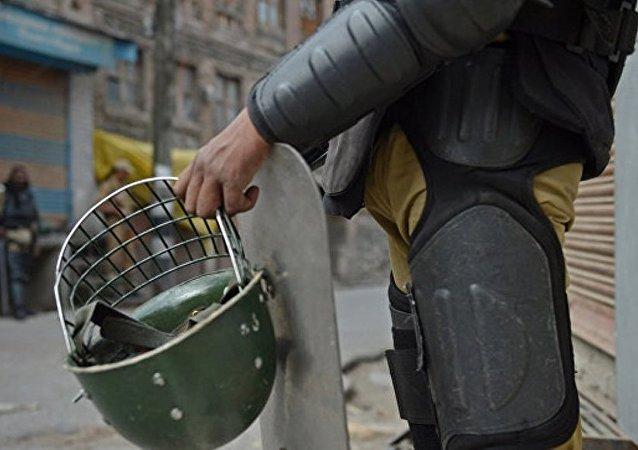 印度警方将在克什米尔骚乱期间使用塑料子弹