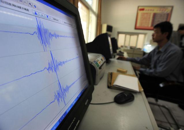 新疆塔城市2日发生5.2级地震 多间民房出现裂缝