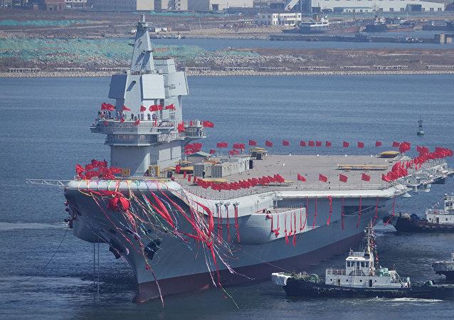 """为何""""辽宁""""舰开往香港?"""