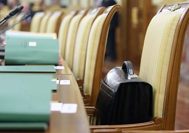 俄罗斯一名上议员在会议厅被直接逮捕