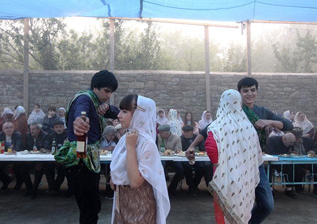 在达吉斯坦村镇的婚礼仪式