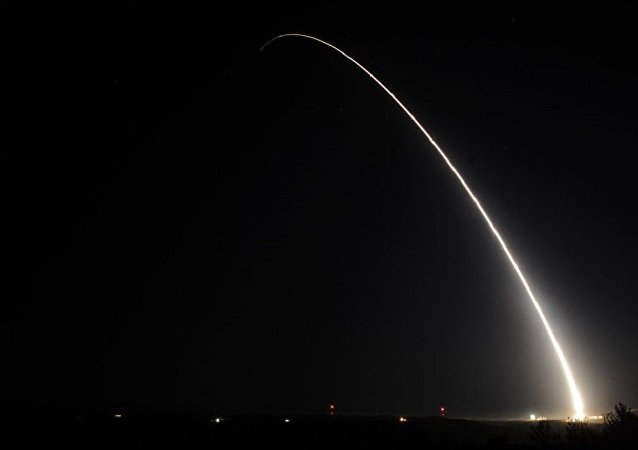 美国试射民兵3型洲际弹道导弹