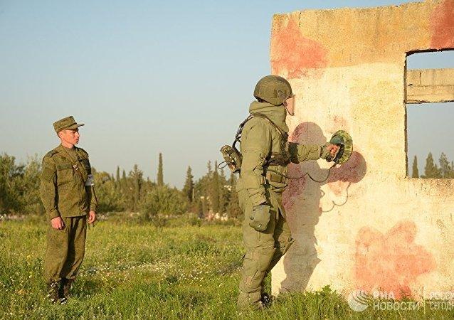 第一批叙利亚工兵在霍姆斯的俄罗斯排雷中心结业