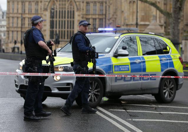 英国发生车辆撞人事件