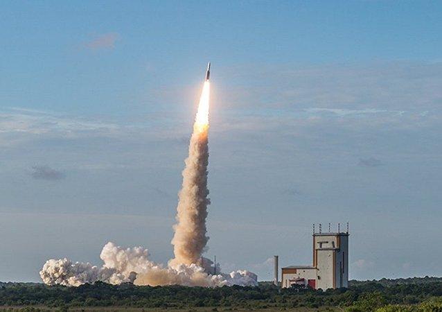 阿麗亞娜5型火箭從庫魯航天中心發射