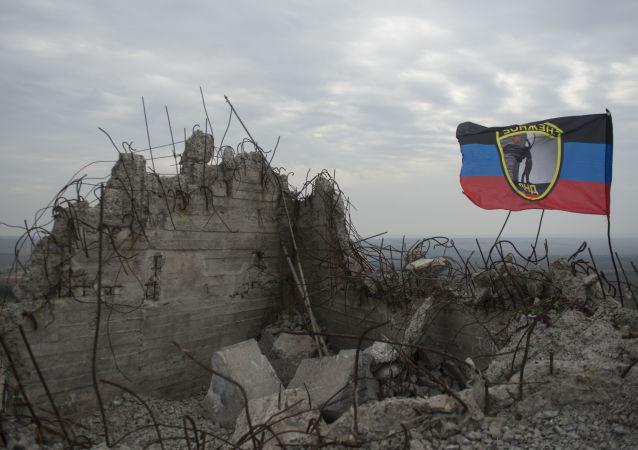顿涅茨克领导人原定前往绍尔墓的必经之路上发生两起爆炸