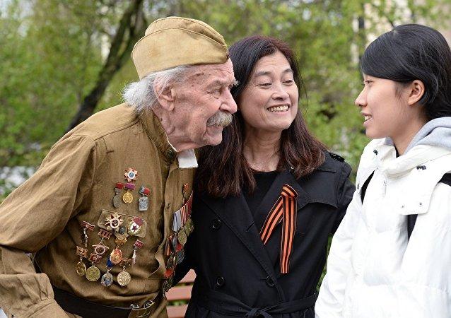 俄符拉迪沃斯托克退伍军人代表团赴华参加二战结束73周年纪念活动
