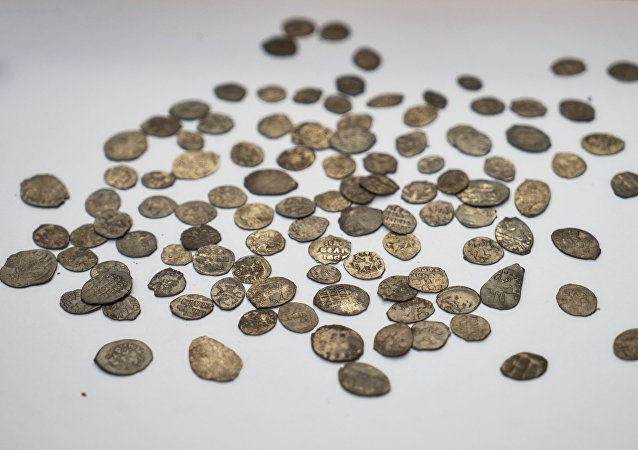 考古学家在莫斯科市中心发现伊凡雷帝时代的象棋棋子和硬币