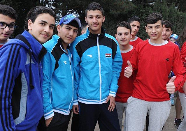 叙阵亡士兵子女抵达阿尔捷克国际儿童中心进行休养