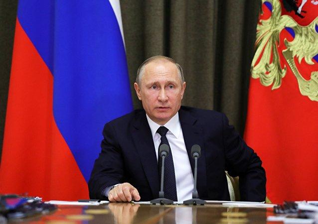 普京解释为什么俄罗斯要重新装备部队