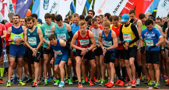 350多人参加俄犹太自治州俄中马拉松赛