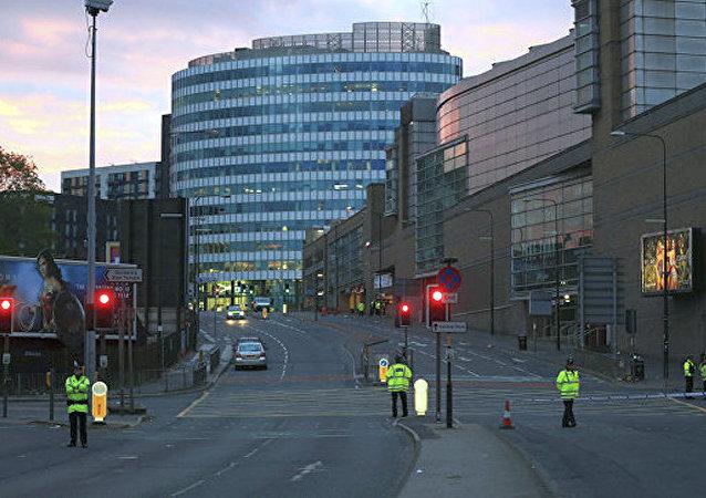 英国政府在恐怖分子房中发现制作爆炸装置的小作坊