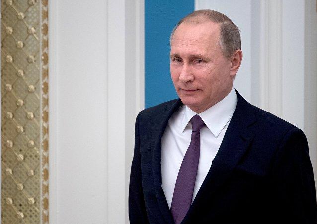 普京授予塞前总统友谊奖章以表彰其加强与俄伙伴关系