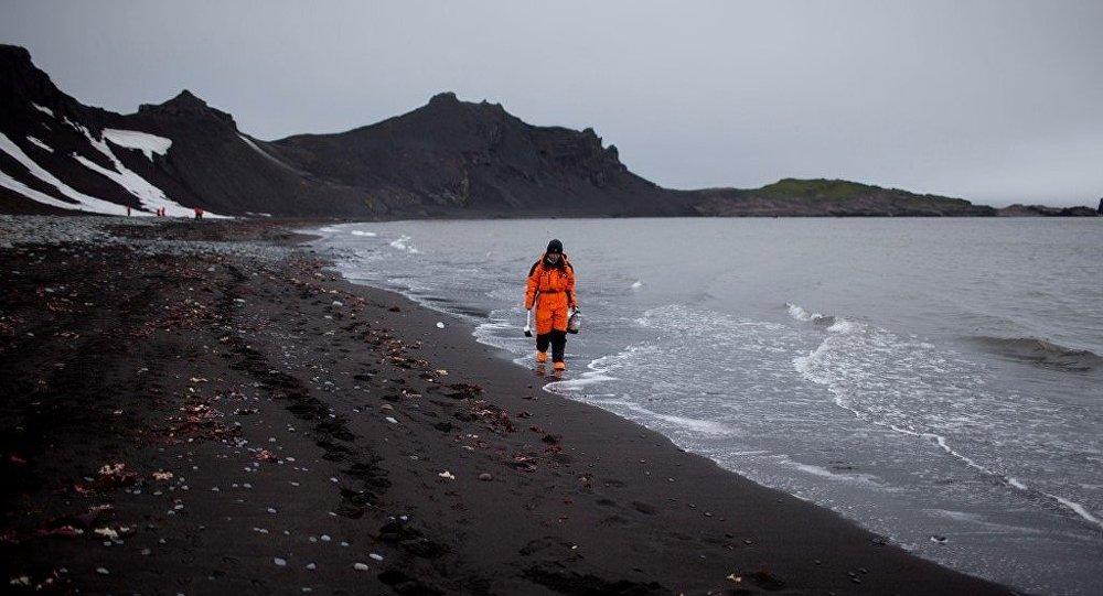 俄罗斯专家呼吁拯救南极洲及南大洋微塑料污染