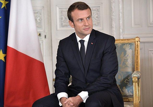 特朗普夫妇将赠送法国总统白宫座椅上一块蒙皮