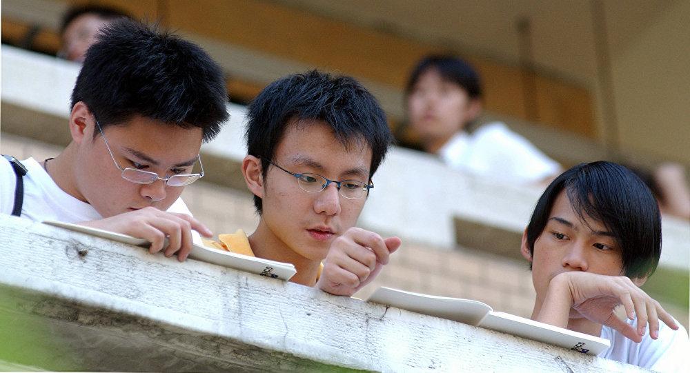 150名大學生在深圳俄中聯合大學學習