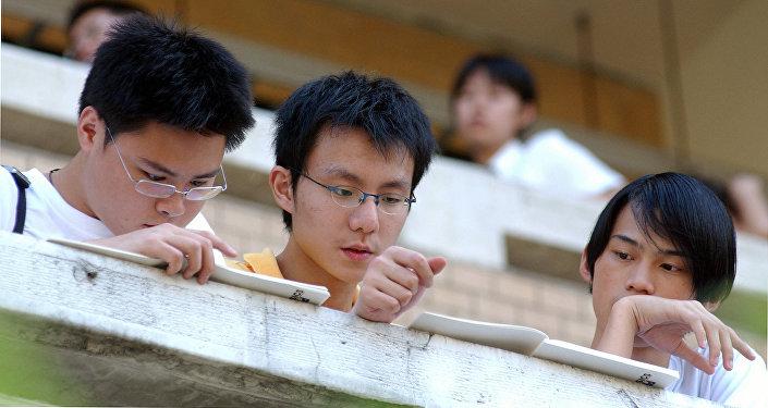 150名大学生在深圳俄中联合大学学习