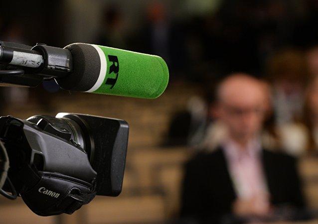 Микрофон с логотипом RT
