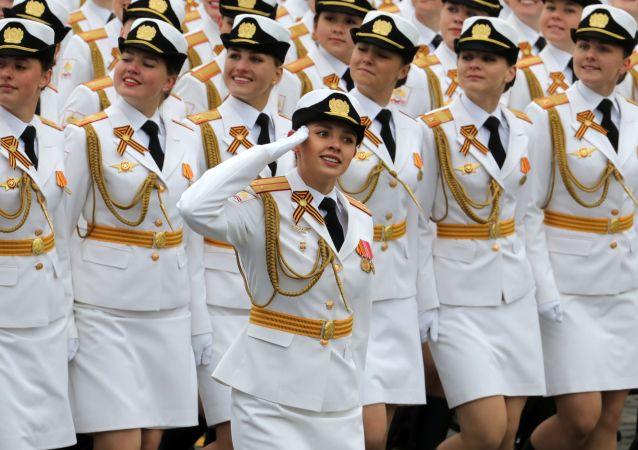 莫斯科的閱兵遊行上的軍人們