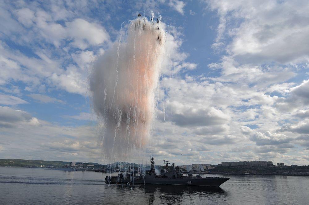 參加俄羅斯海軍日節日閱兵的「北莫爾斯克」號大型反潛艦。