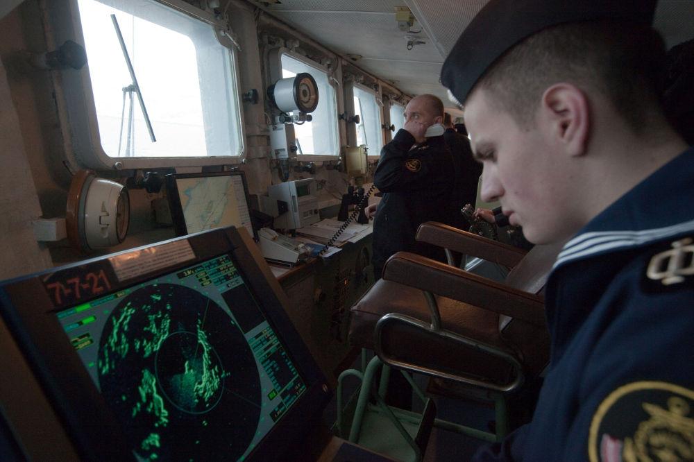 「庫拉科夫海軍中將」號大型反潛艦的水兵。