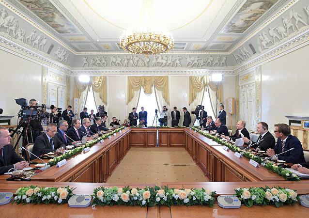 普京:俄拟在丝绸之路经济带框架下发展对华合作
