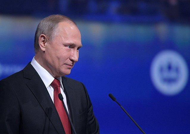 俄罗斯民众向普京提出130万个问题