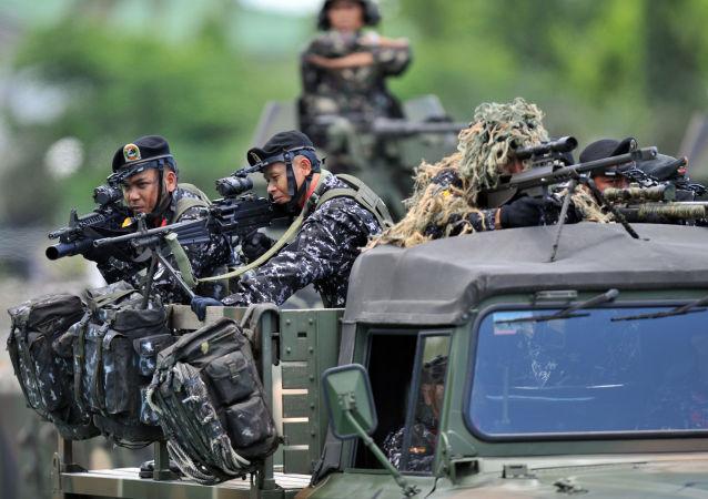 美国给菲律宾武器进行反恐行动