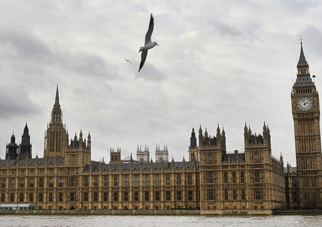 英国议会要求脸书创始人在一周内回答剑桥分析案的相关问题