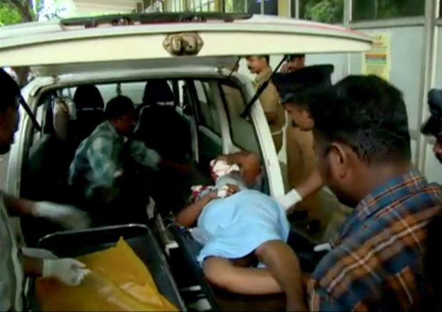 印度一輛汽車跌入衝溝造成至少6死10傷