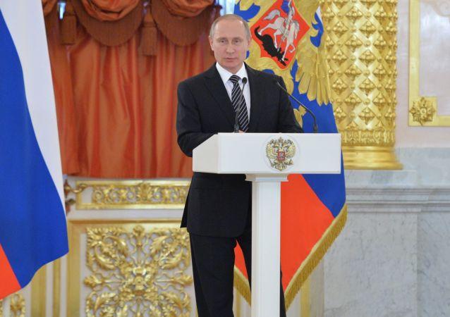 普京于俄罗斯日在克宫颁发俄国家奖章