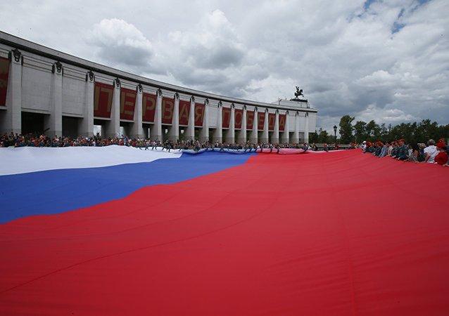 庆俄罗斯日莫斯科出现世界最大俄罗斯国旗