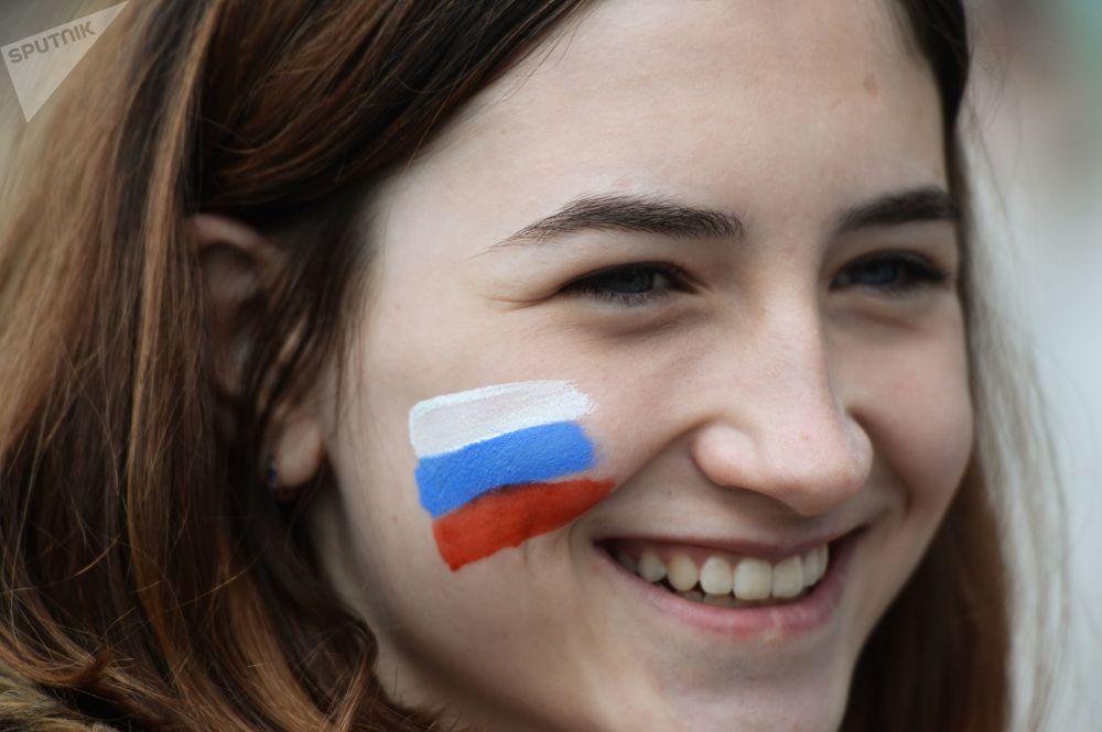 新西伯利亞市民在列寧廣場舉行集會,慶祝俄羅斯日