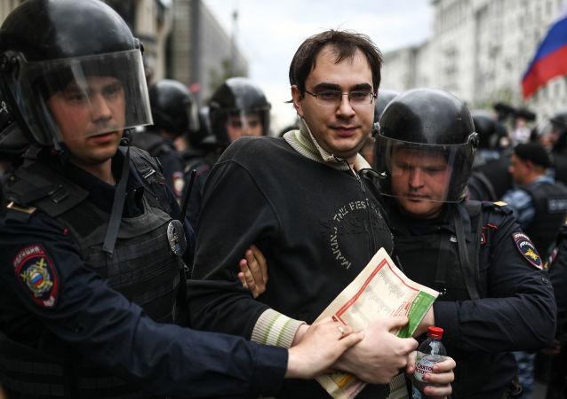 莫斯科和圣彼得堡两市约500名非法集会者被警方拘留