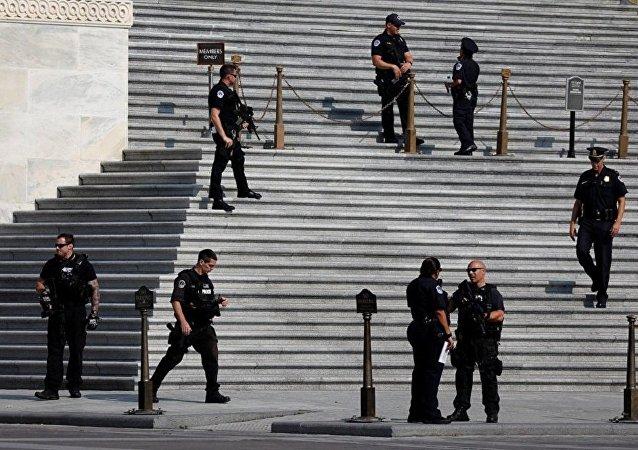 美國警方於參議院辦公樓內拘捕150余名示威者
