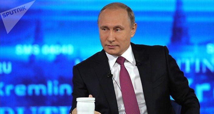 """克宫:普京将在就职总统后举行""""直播连线"""""""