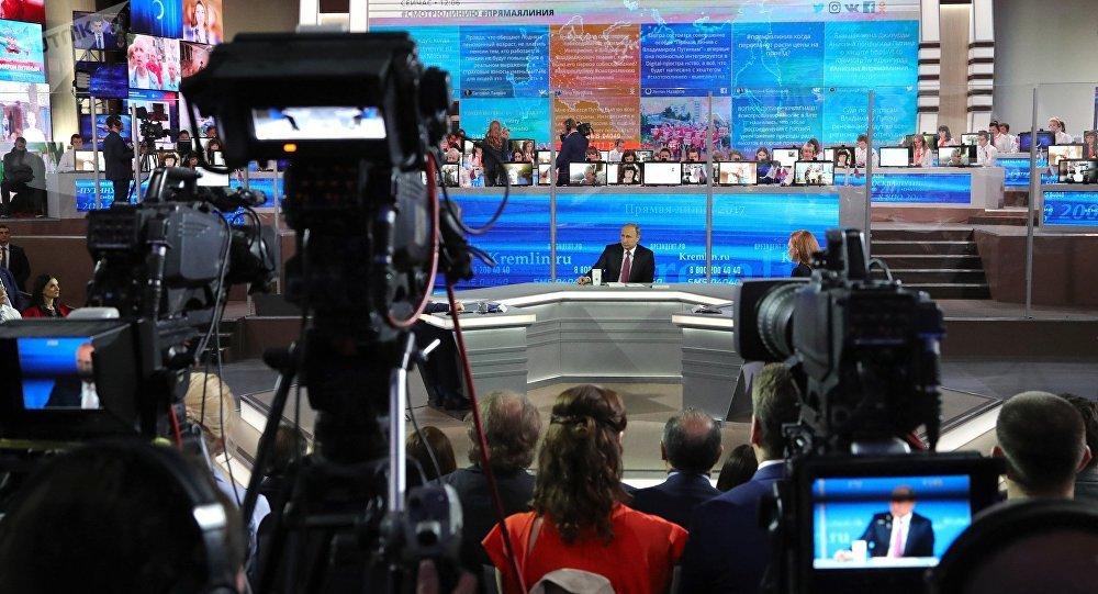 """普京""""直播连线""""收到超过100万条俄公民留言"""