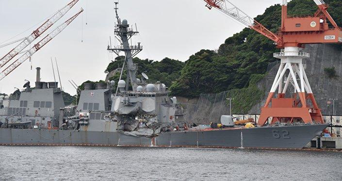 与菲律宾货轮相撞的美国驱逐舰