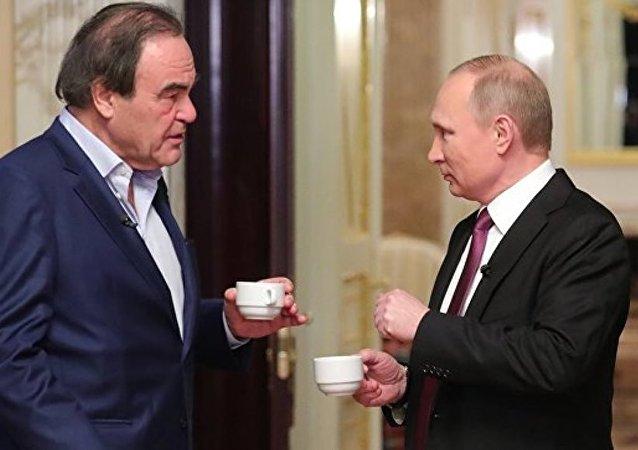 """美国电影导演斯通称普京是俄罗斯""""真正的儿子"""""""