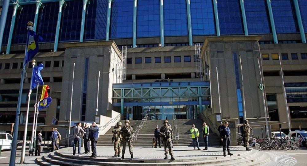 媒体:布鲁塞尔中央火车站爆炸案恐怖分子曾乘地铁抵达事发地