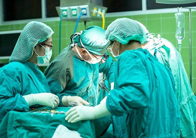 俄中外科醫生首次運用中方設備聯合實施關節置換手術