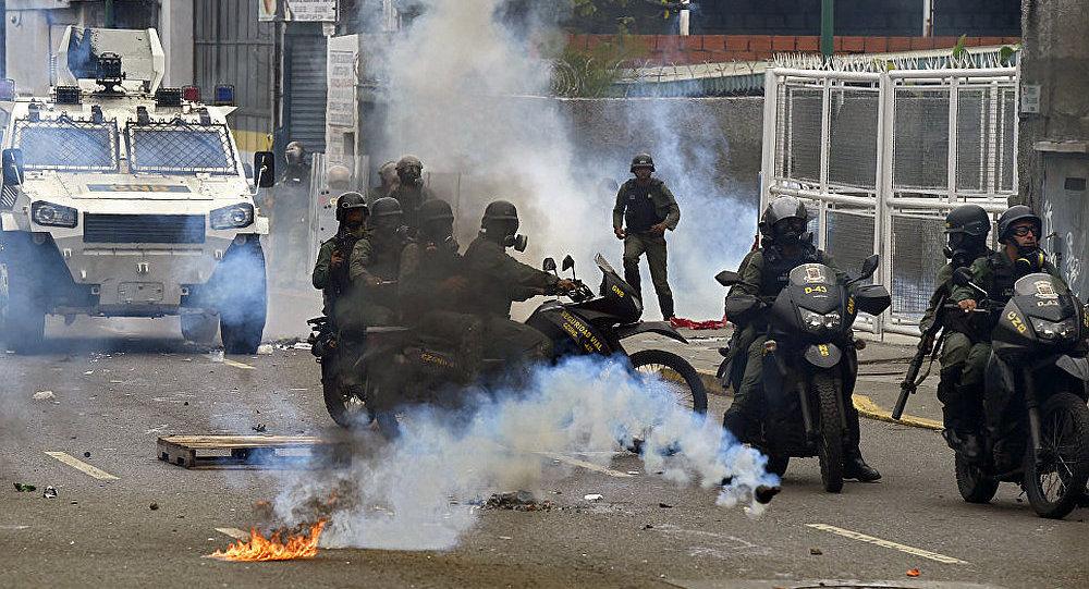 克宫就委内瑞拉局势表示俄罗斯呼吁各方保持冷静并遵纪守法